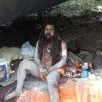 மலையில் இருக்கும் சாமியார்